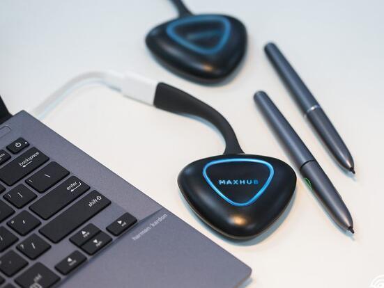 MAXHUB会议平板如何使用无线传屏?